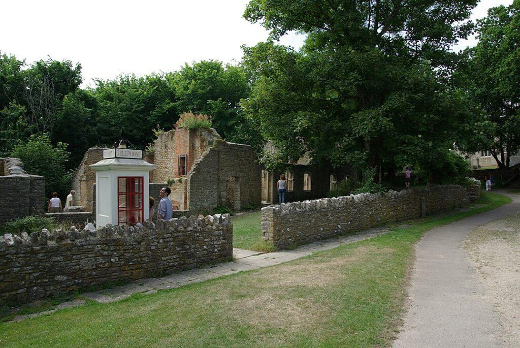 tyneham village ruins