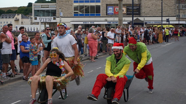 wheelbarrow race swanage carnival