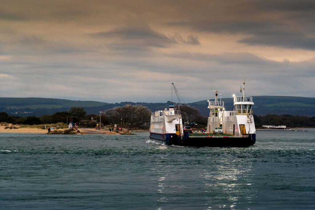 Studland to sandbanks chain ferry
